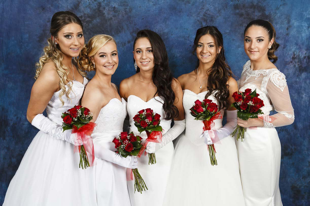 Debutantes group